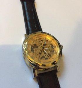 Часы скилитон