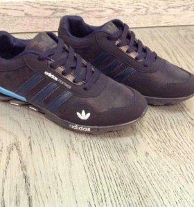Кроссовки Adidas. Весна