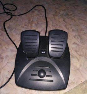 Игровой руль для компьютера.