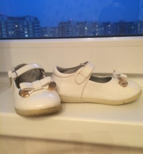 Детские лаковые туфли