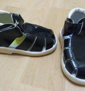 Новые сандали 13,5