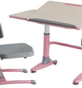 Растущая ортопедическая парта и стул.