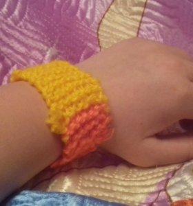 Вязанный браслет