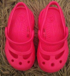 Новые! Босоножки Crocs.