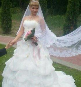 Платье свадебное +накидка на плечи +подьюбник