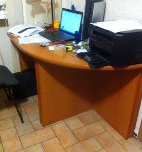 Мебель для офиса (столы, шкаф)