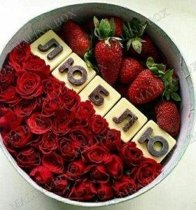 Коробочки с цветами и сладкими надписями
