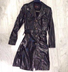 Плащ/пальто из натуральной лаковой кожи