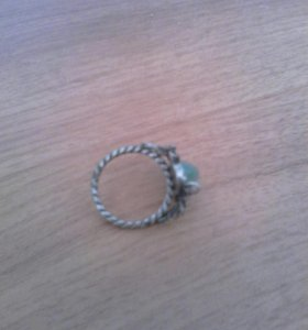 Кольцо с нефритом
