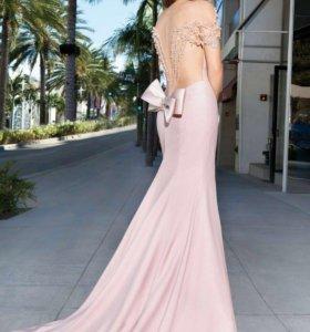 Элитное платье от колоритного дизайнера Tarik Ediz