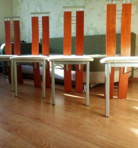 Элегантные стулья для кухни или в гостинную