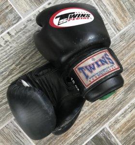 Перчатки боксерские и бинты
