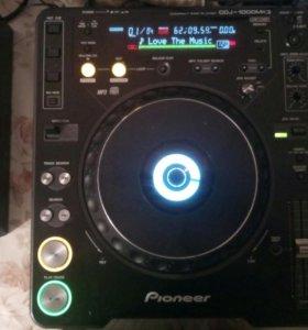 1)pioneer cdj-1000mk3 2) pioneer djm-400