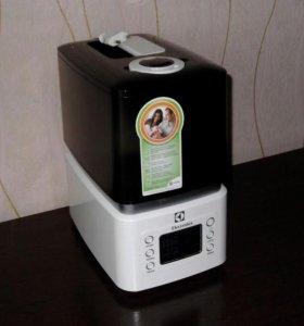 Увлажнитель воздуха Electrolux EHU3515D