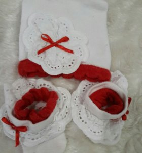 Набор шапка и носочки