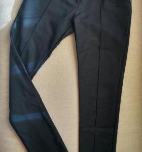 Чёрные брюки Silvian Heach