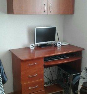 Стол компьютерный  с  навесным шкафом.