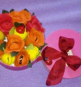 Цветочки из конфет