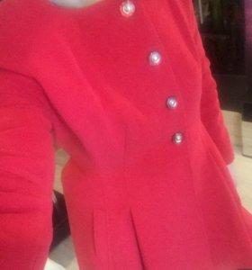 Пальто красное 46-48р