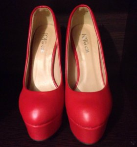 Красные туфли новые