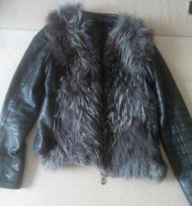 Кожаная курточка с мехом чернобурки