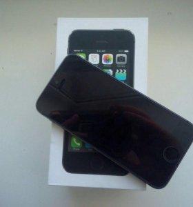 iPhone 5s на 32gb + 3 чехла и наушники.