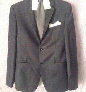 Продается костюм