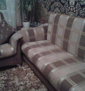 Диван и кресло.