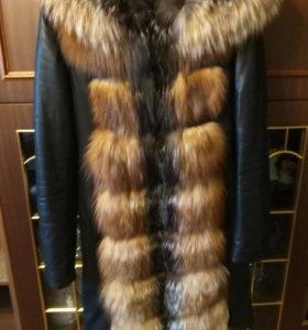 Кожанная куртка , с мехом лисы