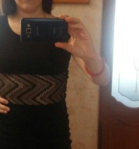 Трикотажное платье с ажурной талией