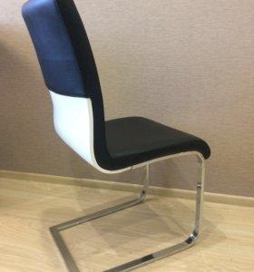Продам комплект стульев