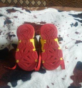 Качественые кроссовки 26размер