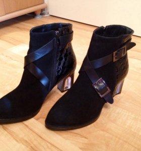 Женские замшевые ботинки