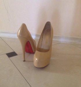 Туфли на высоком каблуке 36р