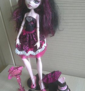 Кукла Monster High Drakulaura и другие....