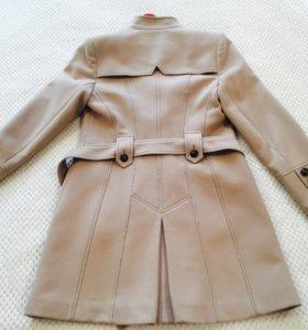 Пальто бежевое
