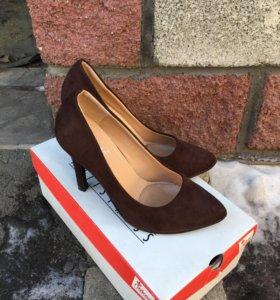Новые туфли шоколадного цвета