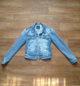 Джинсовая куртка.