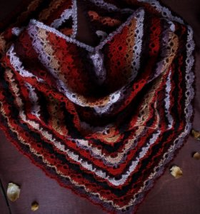 Вязаный бактус ручной вязки