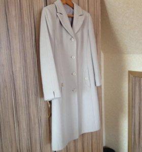 Пальто демисезонное, состояние отличное