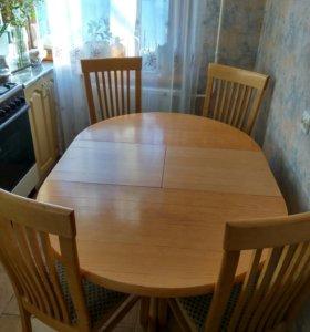 Стол и стулья из натурального дерева