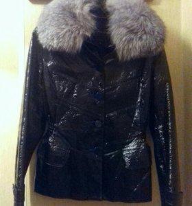 Натуральная лакированная куртка
