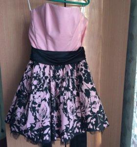 Розовое платье с корсетом