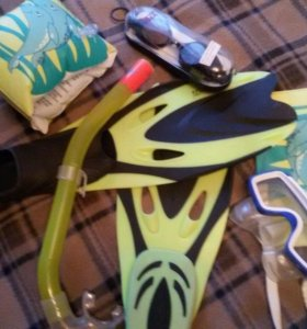 Ласты р-р 31-33, маска трубка очки нарукавники