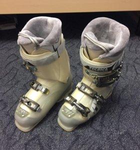 Горнолыжные ботинки женские