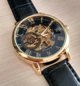 Стильные механические часы