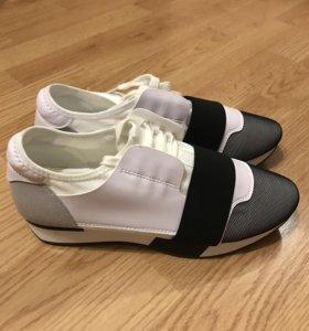 Новые ,кроссовки