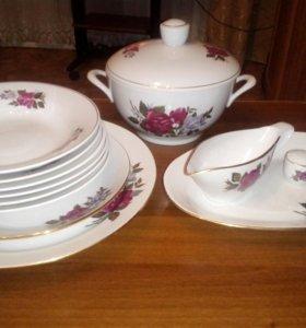 Набор фарфоровой посуды . 13 предметов.