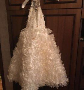 Платье для девочки новое один раз одевали