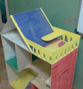 Экологичныи, безопасныи кукольныи домик из фанеры.